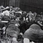 14. Жертвы погрома из с. Глубокович перед их похоронами в Бобруйске. Белоруссия.
