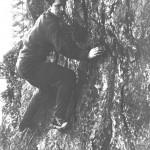 Юра Шульга  в обнимку со скалой