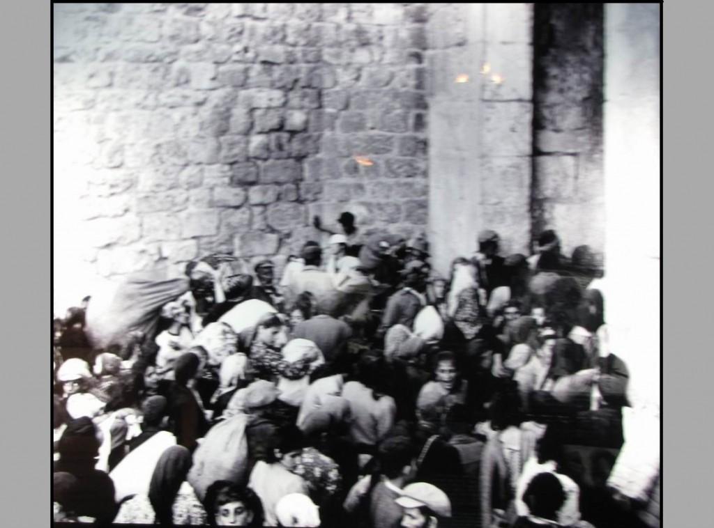 Арабский легион изгоняет из Иерусалима еврейских жителей. Снимок 3