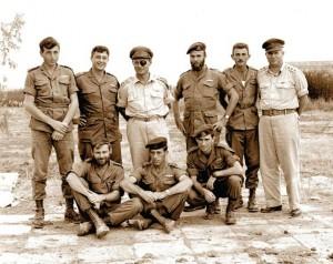 1955 год. Начальник Генштаба генерал Моше Даян с командирами спецназа